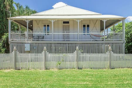 Beautiful 100 year old home - Ipswich - Huis