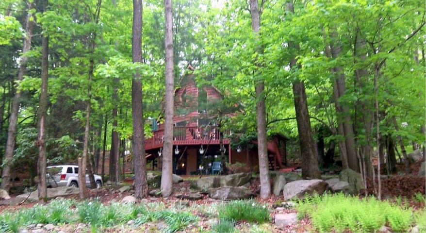 My Chateau on  Lake Wallenpaupack  in the Poconos - Salem Township - Hus