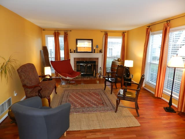 Spacious, Sunny, Superbly Situated! - Princeton - House