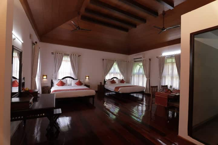 Twitcher's Suite| Twin King beds by Vembanad Lake