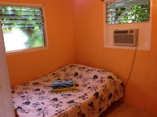 Private small room at North Shore - Waialua - House