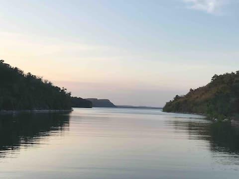 LAKEFRONT ESCAPE ft. campfires, jetskis & boats 🚣