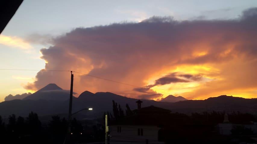 Genial vista a los volcanes - Guatemala, Guatemala, GT - House