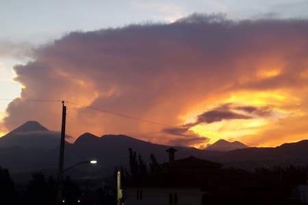 Genial vista a los volcanes - Guatemala, Guatemala, GT