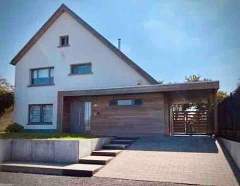 Spacious modern house 2' to train station w office