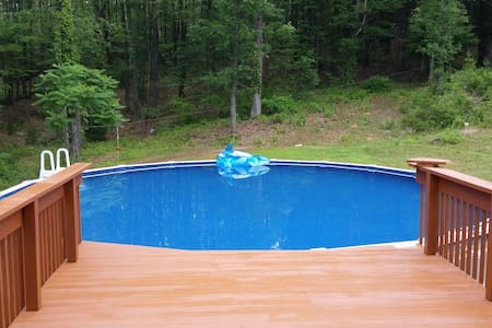 10 Acres, Secluded, Sauna. Pool. - Brodheadsville - Haus