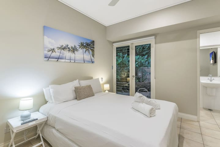Three bedroom holiday accommodation in the heart of Port Douglas village 30 seconds from Macrossan Street