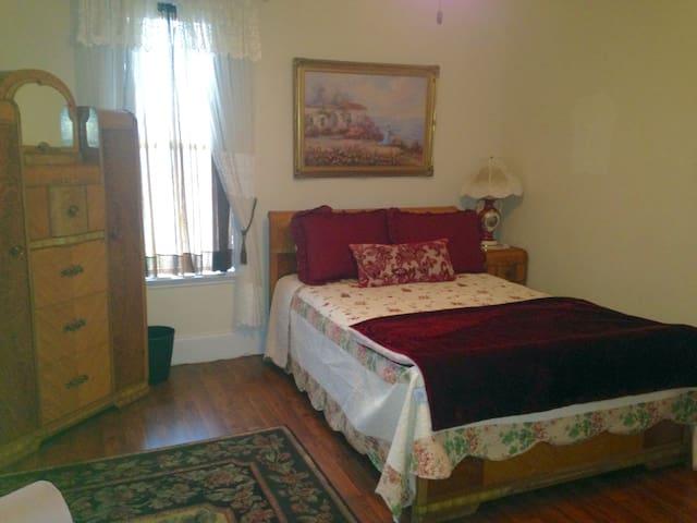 Laurel Room