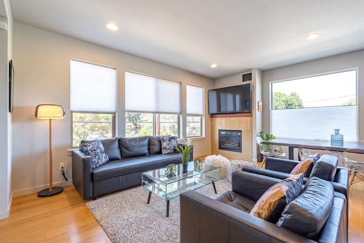 Modern 3BD home in eclectic Portland neighborhood