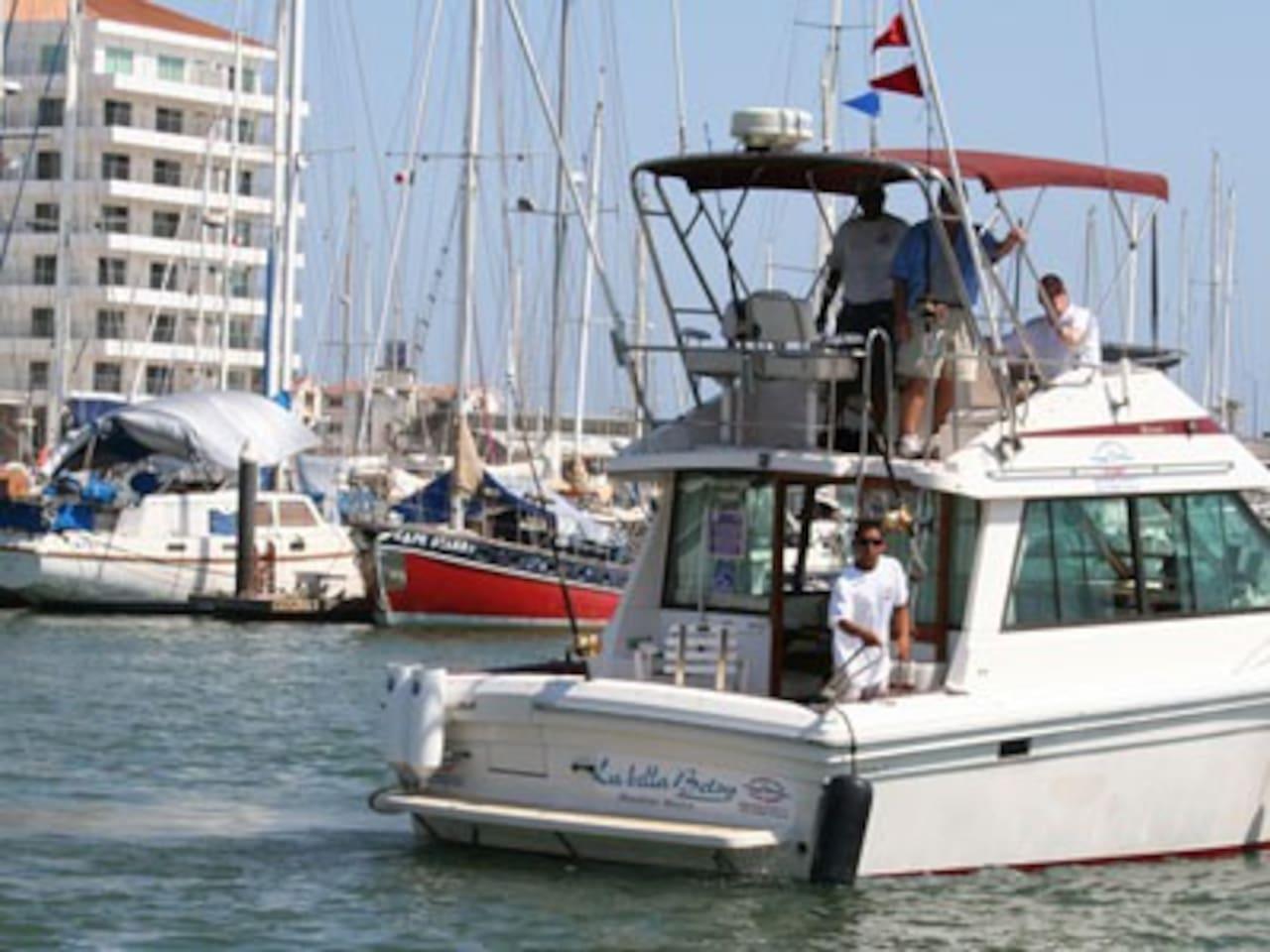 Frente a la Marina Mazatlán,  Yates, muelles, sol!!
