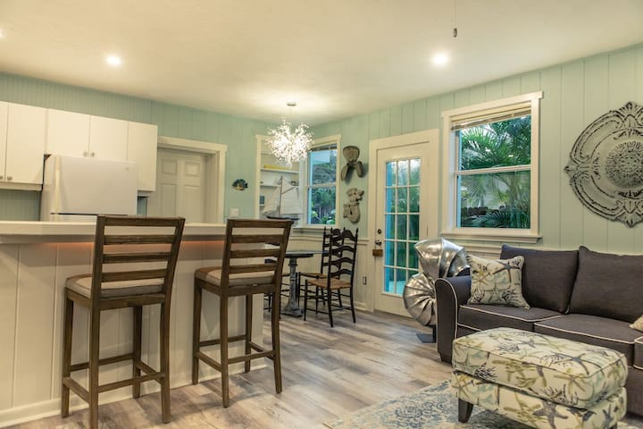 Newly remodeled Beach-Style Cottage ~ Starfish