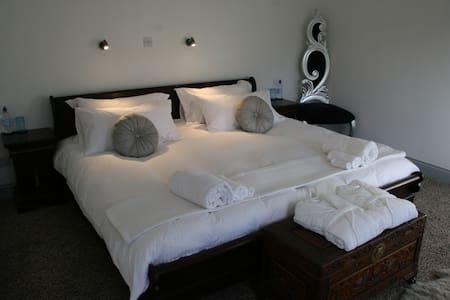 Beautiful room on the coast, Tintagel. - คอร์นวอลล์