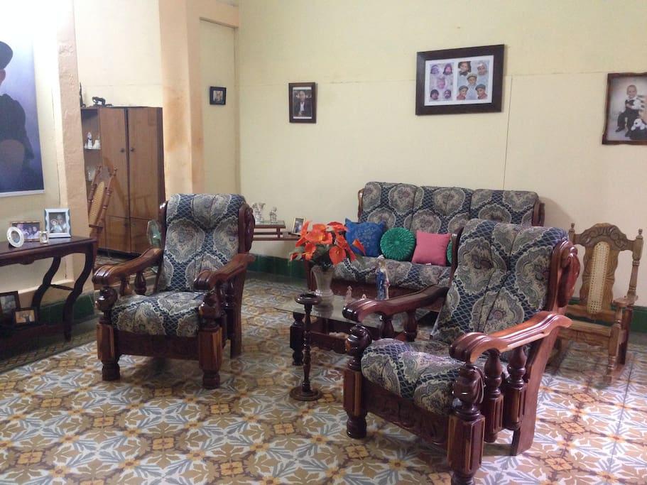 Sala del hostal donde recibimos a los visitantes
