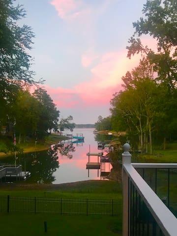 A Lakeside Getaway - 2 Room