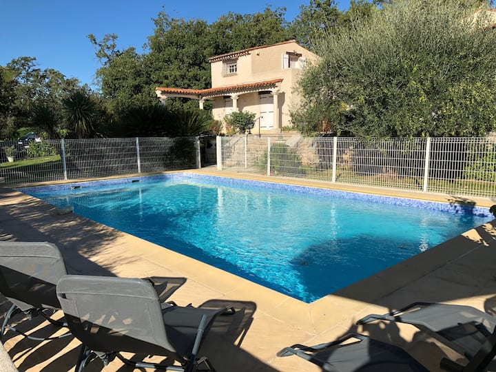 Large house with a pool in Provence