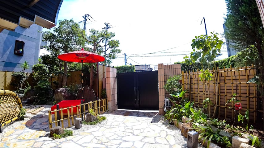 大阪市中心独栋高级民宿、总面积481 ㎡ 、带有日式庭园免费停车场、直达难波·心斎桥·日本桥(日月)