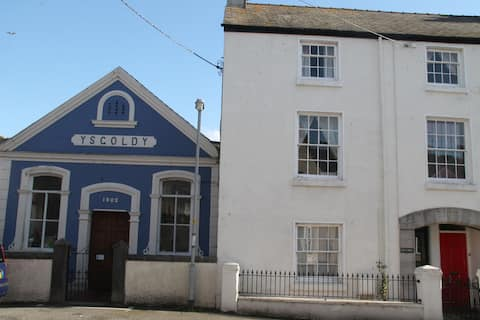 Beautiful Listed Townhouse in Beaumaris