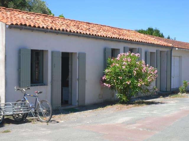 une maison de village sur l'ile d'Aix - Île-d'Aix - Дом