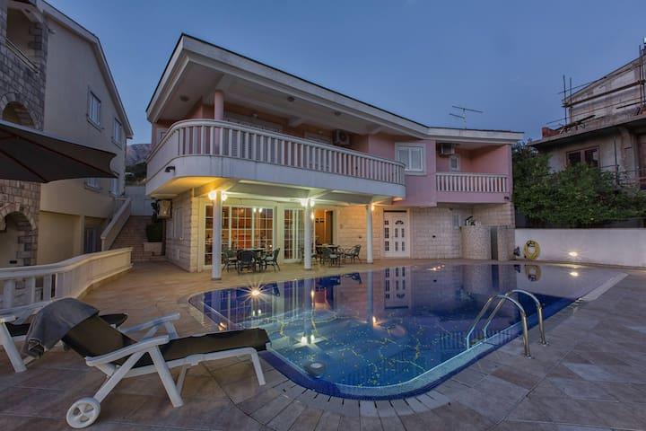 P&N Resort- 2 Stunning Villas with Pool - sea view