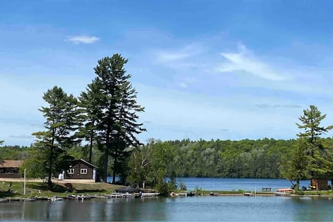 Cabin 16: Lakeside Oasis in North Frontenac