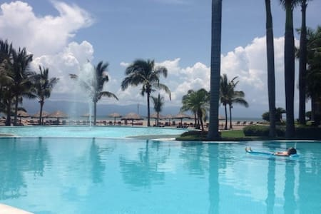 Luxurious Beachfront Condo With Pool - Puerto Vallarta - Lejlighed
