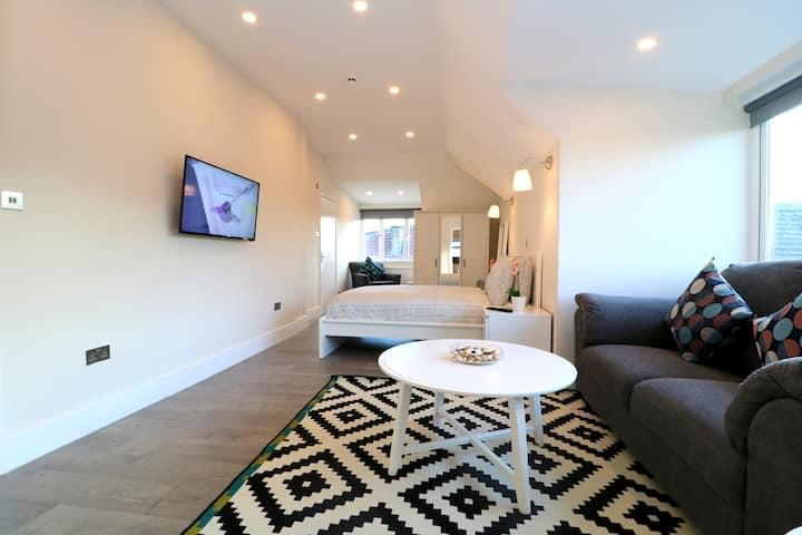 Brand New & Modern Apt with Separate Kitchen 13175