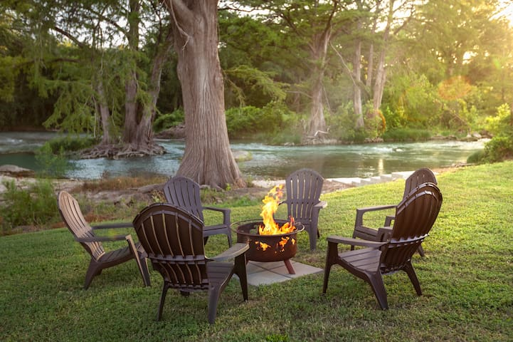 Serene Retreat - Perfect for families on the San Marcos River