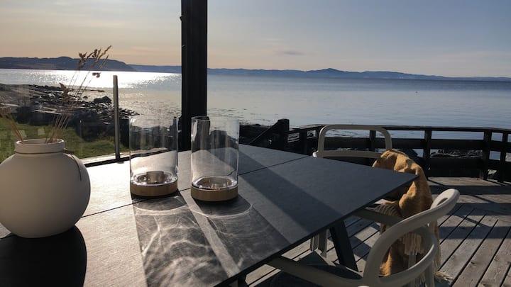 Hytte med fantastisk beliggenhet i sjøkanten