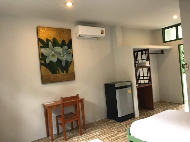 MontainView/Sairee beach, Hot shower and AC