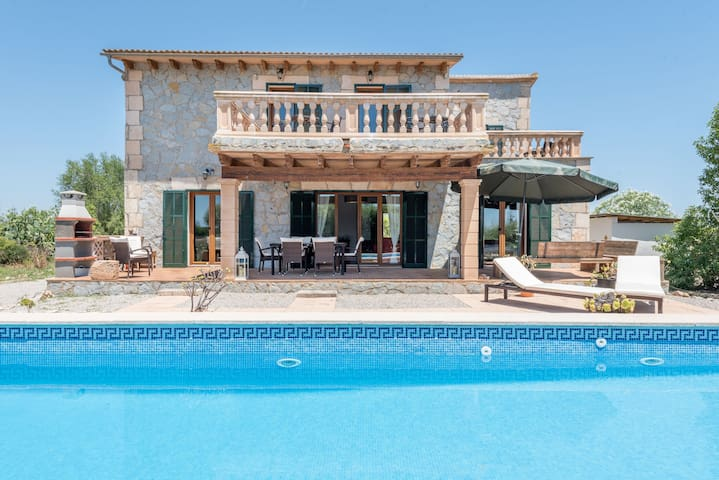 Beautiful Holiday Home Aleteo de la Mariposa with Pool, Air Conditioning, Wi-Fi, Balcony, Terrace & Mountain View; Parking Available, Pets Allowed