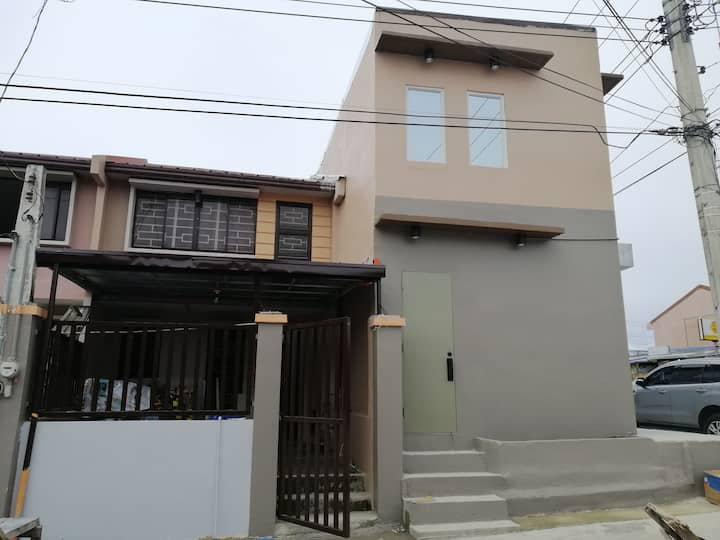Affordable, clean and cozy home in Clark Angeles