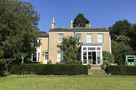 Luxurious private flat in an Old Rectory - Wreningham