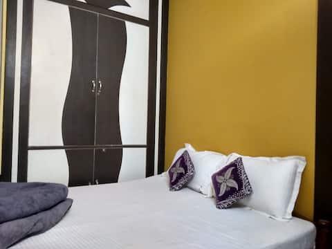NonAc room-Hotel Viraat Inn (near railway station)