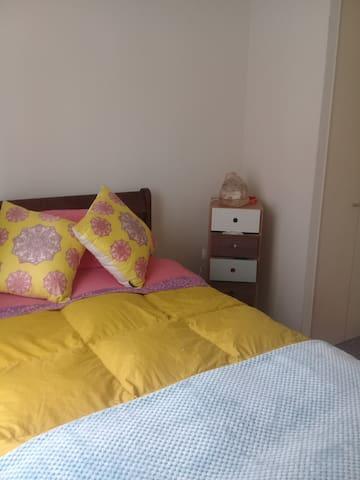 Confortable dormitorio (cama con cama nido)