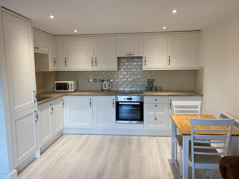 Newly Refurbished Entire Apartment - Newcastle