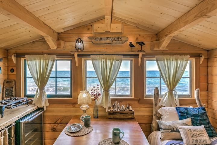 Tide Pool Cabin, beachfront wilderness, King bed