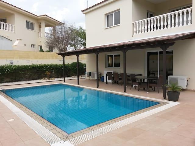 Private pool / garden - Paralimni - Huis