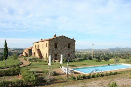 Podere Granai: ground floor apartment with pool