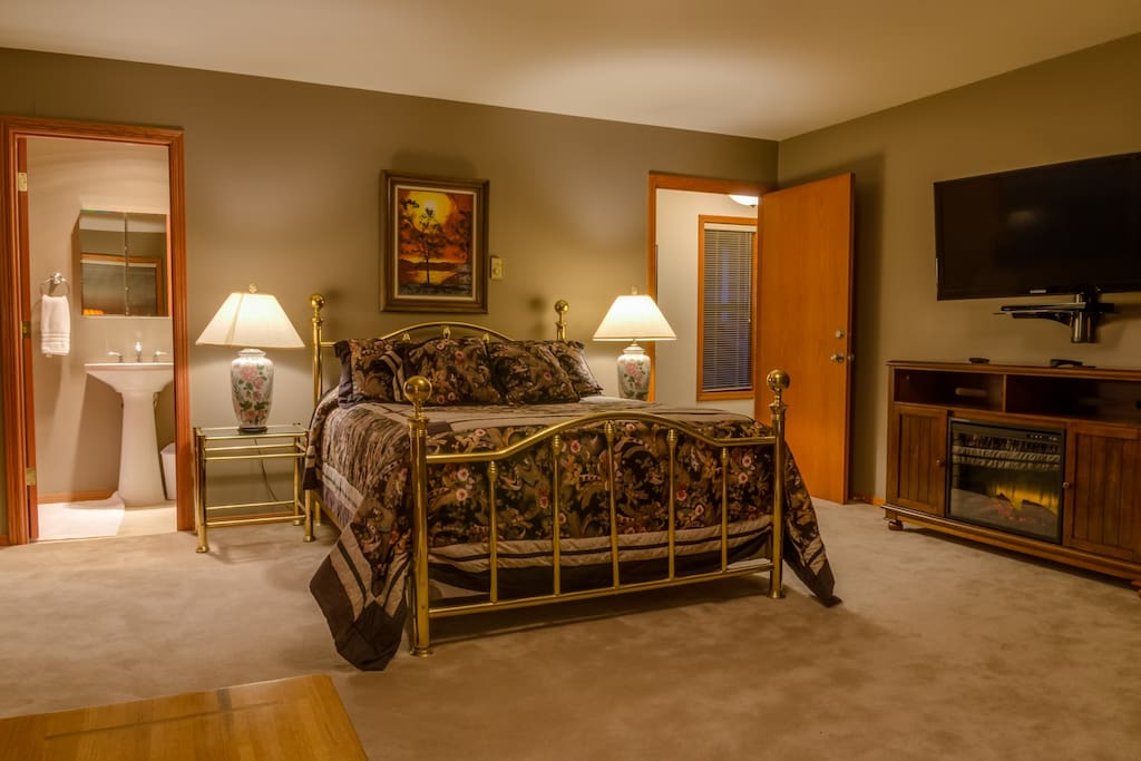 Queen bed, private bath