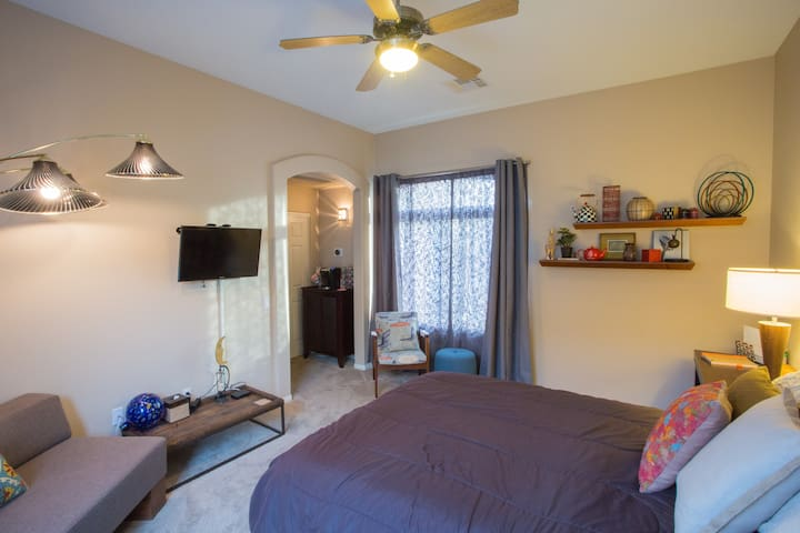 Cozy Guest House near Red Rock! - Las Vegas - Casa