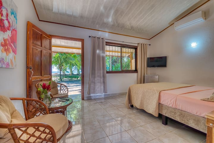 Cabinas Yucca Double Room -Beachfront - AC-Terrace