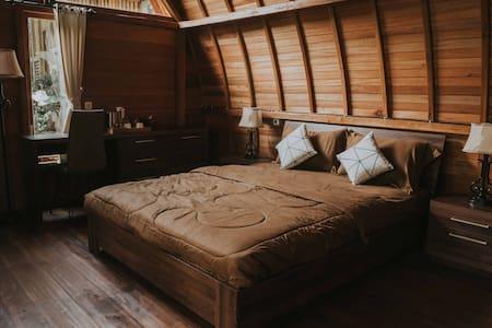 Bali Tropical Eco Resort // Lumbung Queen#7