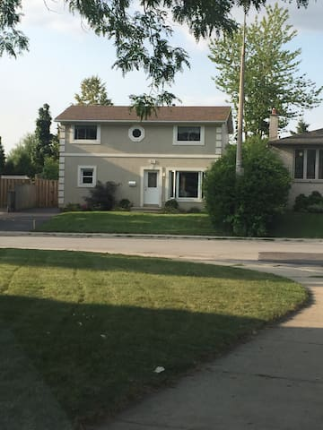 Beautiful Family Home!! - Hamilton - House