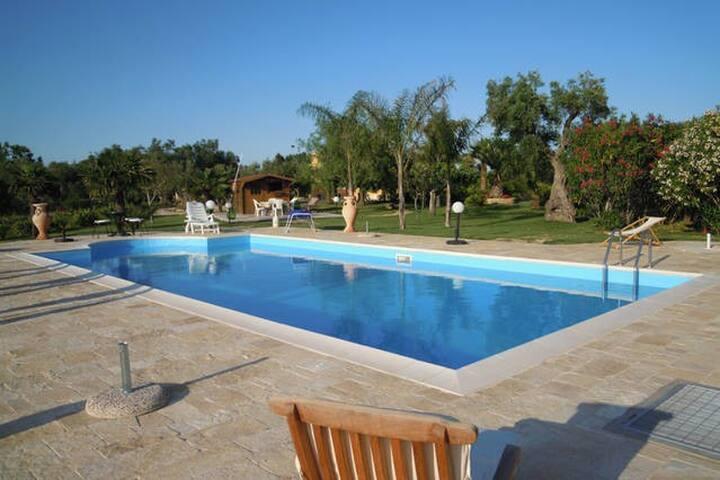Villa con piscina immersa nel verde - Cutrofiano - Βίλα