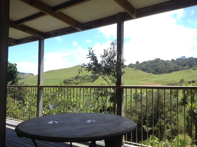 Cabbage Tree Cottage - Awhitu - Villa