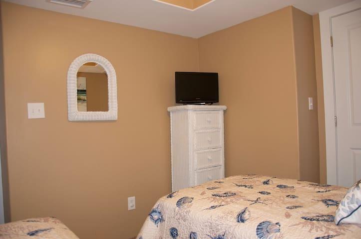 Second bedroom TV and dresser.