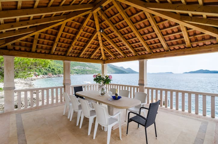 Villa with a private beach - Dubrovnik - Casa de camp