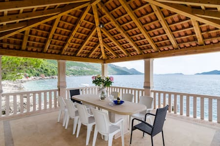 Villa with a private beach - ดูบรอฟนิก - วิลล่า