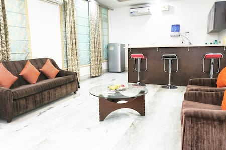 REUNION IN DELHI★KITCHEN★TV★PARKING★DEFENCE COLONY
