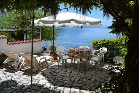Villa Ellza on shore of Lake Ohrid - 別荘